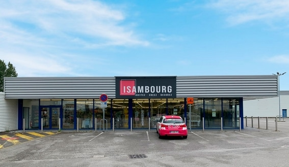 Le Groupe Fête Sensation, enseigne indépendante de grands magasins spécialisés dans les articles festifs, annonce la reprise d'Isambourg. Les magasins d'Amiens (80), du Touquet (62), de Dieppe (76), intègrent le réseau Fête Sensation.