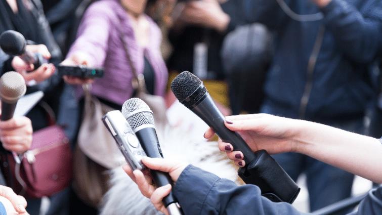 commiunication sensible : se poser les bonnes questions pour faire face à la pression médiatique et élaborer une stratégie de réponse.